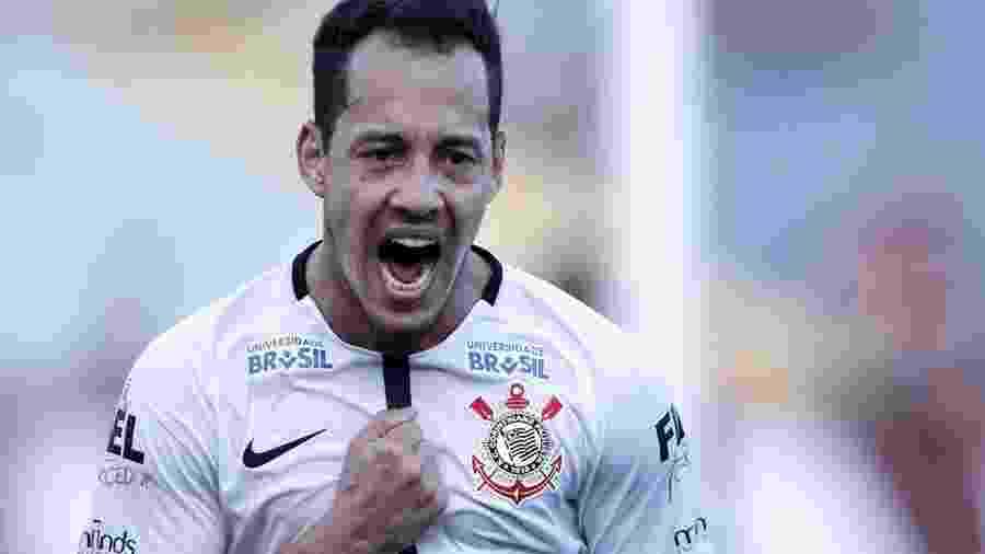 Rodriguinho vê clássico favorável ao Corinthians e diz