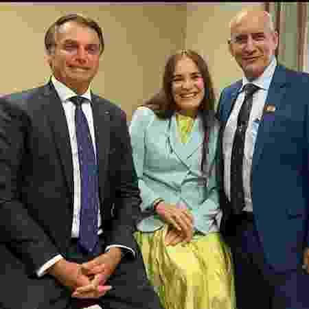 Regina Duarte com o presidente Jair Bolsonaro e seu padrinho no governo, o general Luiz Eduardo Ramos - Reprodução/Facebook