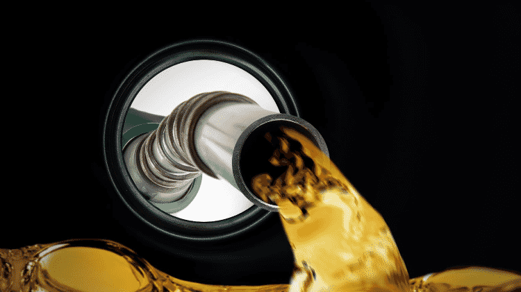 Abastecimento bocal tanque de combustível - Shutterstock - Shutterstock