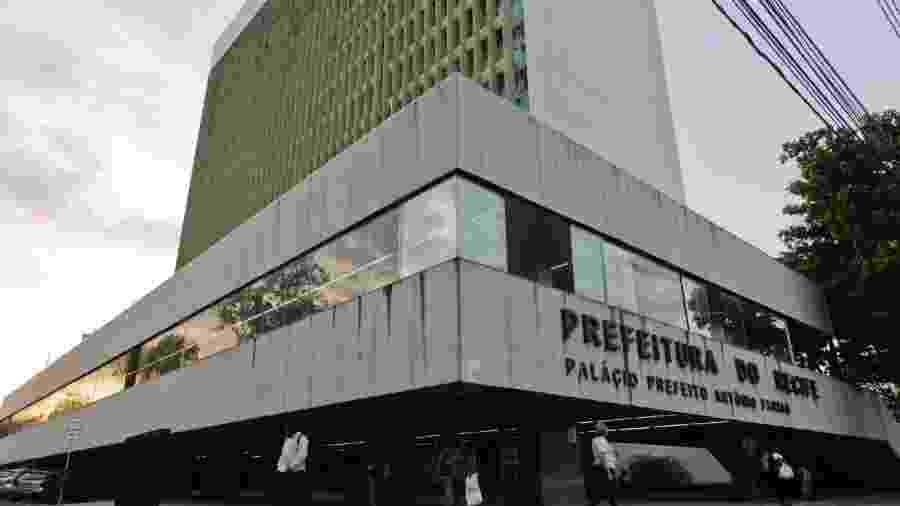 Sede da Prefeitura de Recife, um dos locais onde a PF cumpre mandado de busca e apreensão contra fraudes na saúde  - Leo Motta/JC Imagem
