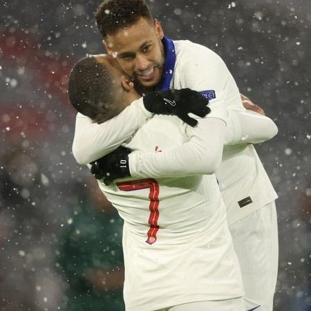 Neymar e Mbappé celebram gol do PSG - GettyImages