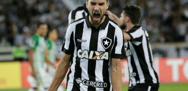 Craque do jogo, Pimpão chorou após apito final e provocou o Flamengo