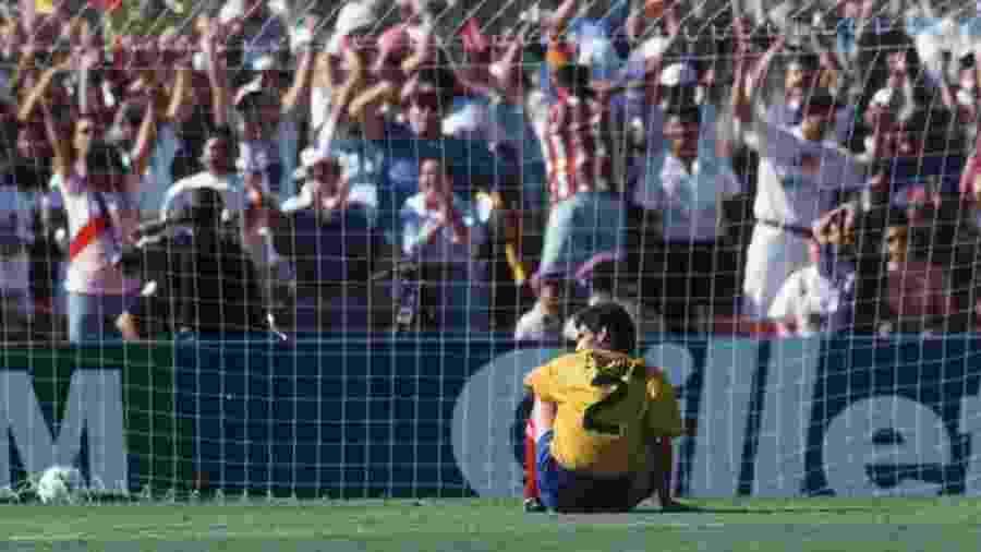 Andrés Escobar logo após seu gol contra na Copa do Mundo de 1994 - Getty Images