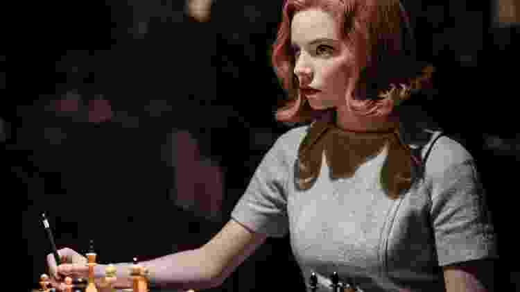 """Anya Taylor-Joy durante cenas de """"O Gambito da rainha"""" - Reprodução / Internet - Reprodução / Internet"""