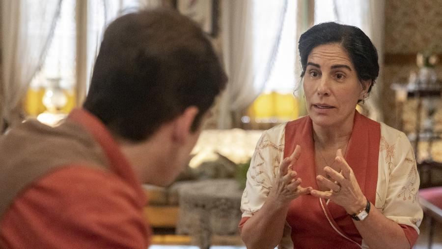 Lola (Gloria Pires) pede a Alfredo (Nicolas Prattes) que se afaste de Adelaide (Joana de Verona) em Éramos Seis  - Paulo Belote/ TV Globo