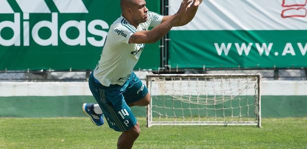 Jailson deve voltar ao gol do Palmeiras com a suspensão de Fernando Prass