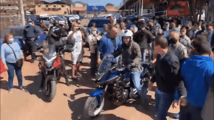 Bolsonaro faz passeio de moto com Braga Netto pela periferia de Brasília - Foto: Reprodução/Redes Sociais - Foto: Reprodução/Redes Sociais