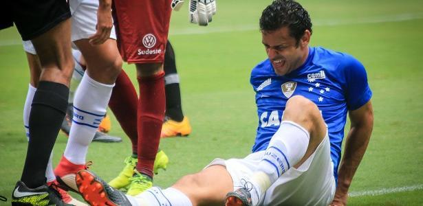 Fred se lesionou durante a partida entre Cruzeiro e Tupi - Dudu Macedo/FotoArena/Estadão Conteúdo