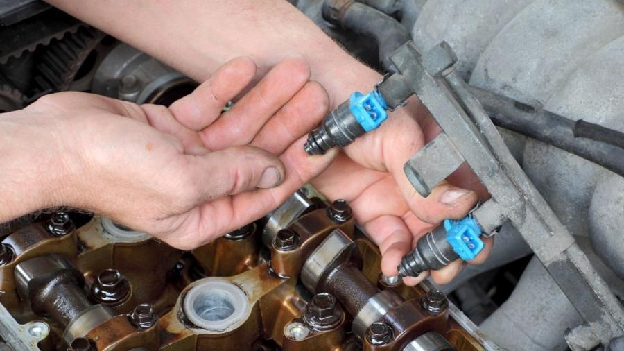 Bicos injetores estão entre as peças que utilizam metais preciosos em um veículo além do catalisador, que virou alvo de furtos - Shutterstock