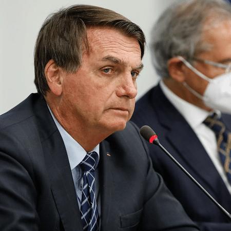 Bolsonaro assina decreto que antecipa pagamento de 13º a aposentados - Alan Santos/PR