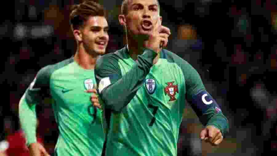 Cristiano Ronaldo foi um dos jogadores a assinar a carta - Kacper Pempel/Reuters