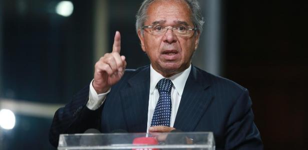 Durante live   Guedes defende nova CPMF: 'Prefiro esse imposto de m...'