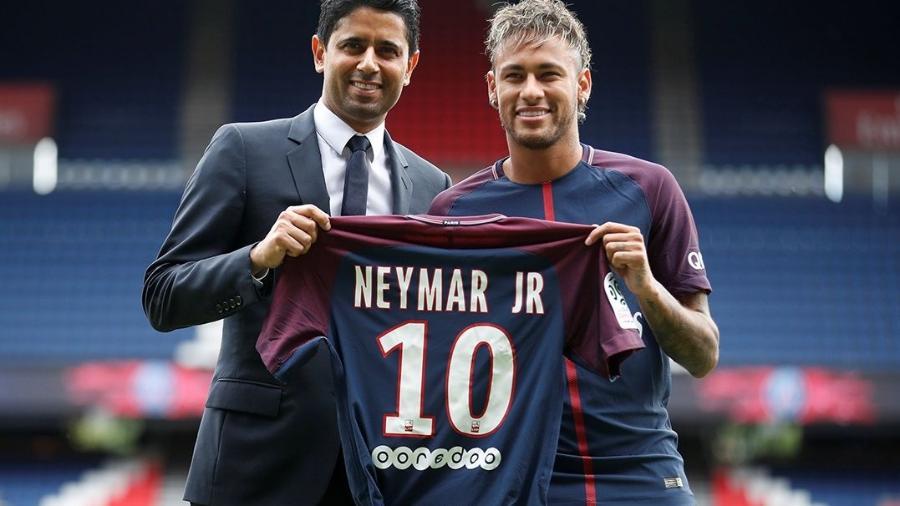 Nasser Al-Khelaifi na apresentação de Neymar ao PSG - Christian Hartmann/Reuters