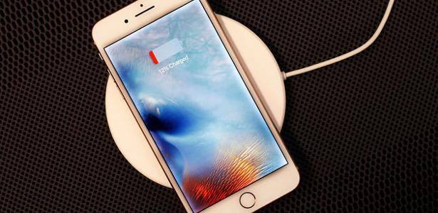 Tapete está sendo preparado para carregar vários produtos da Apple juntos