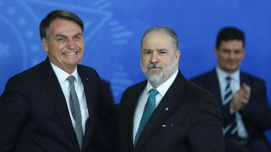 O presidente Jair Bolsonaro dá posse ao novo procurador-geral da República, Augusto Aras, no Palácio do Planalto, em setembro de 2019.  - José Cruz/Agência Brasil