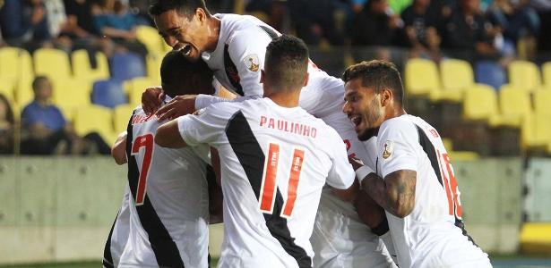 Jogadores do Vasco comemoram gol contra a Universidad de Concepción
