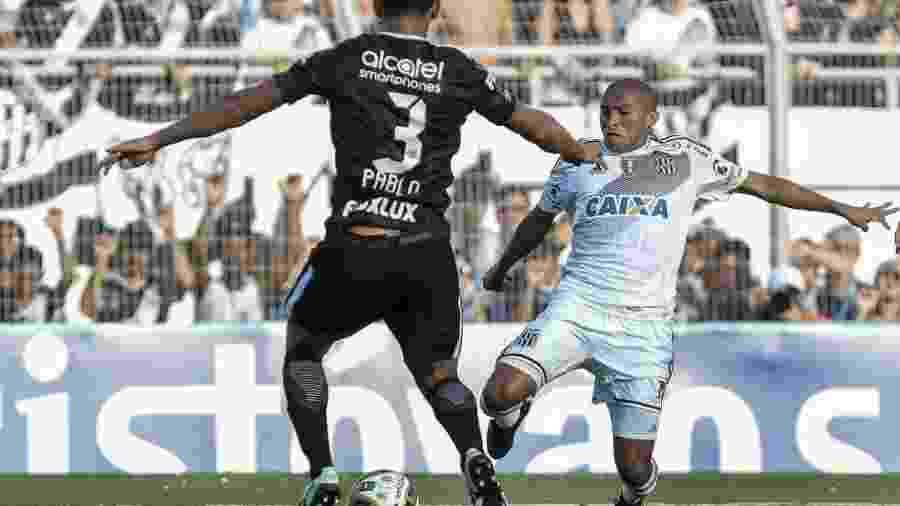 Lateral Nino Paraíba tem contrato com a Ponte Preta até dezembro deste ano - Ale Cabral/AGIF/Estadão Conteúdo