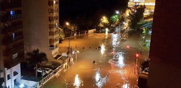 Diversas áreas ficaram alagadas e quatro pessoas morreram em função da enchente no dia 15