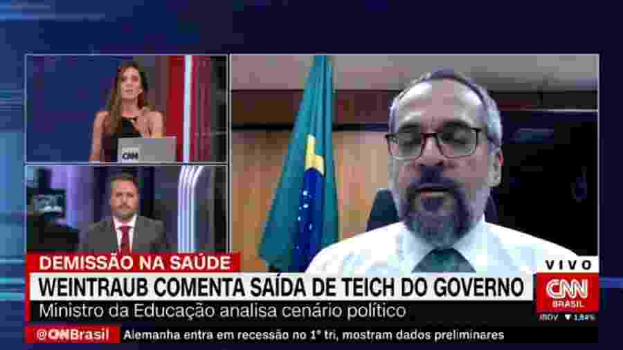 Os jornalistas Monalisa Perrone e Caio Junqueira e o ministro Abraham Weintraub, durante entrevista no programa Expresso CNN - Reprodução / Internet