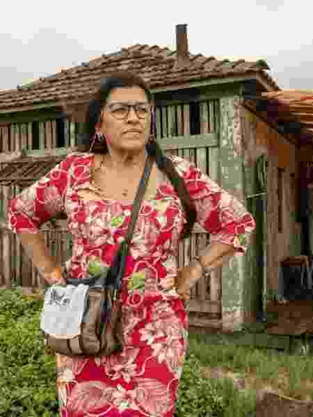 """Regina Casé vive Lurdes em """"Amor de Mãe - Victor Pollak/TV Globo"""