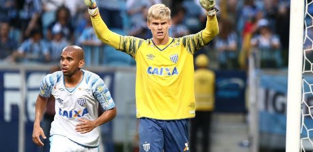 Douglas, que pertence ao Corinthians, é destaque do Avaí na luta contra o rebaixamento - Roberto Vinicius/Estadão Conteúdo