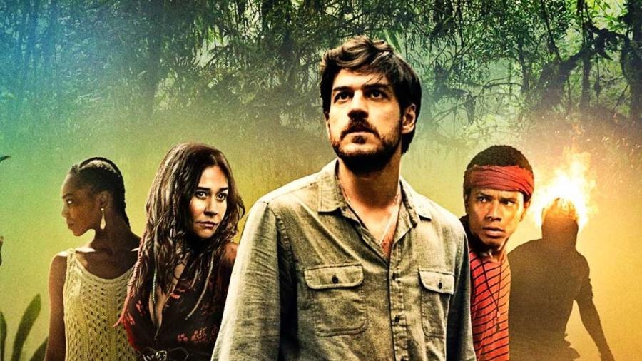"""Marco Pigossi (ao centro) é o protagonista de """"Cidade Invisível"""" - Reprodução / Internet"""
