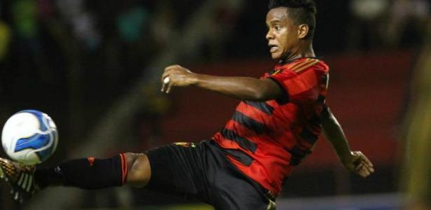 Rithely está em negociação entre Sport e Inter desde o mês passado