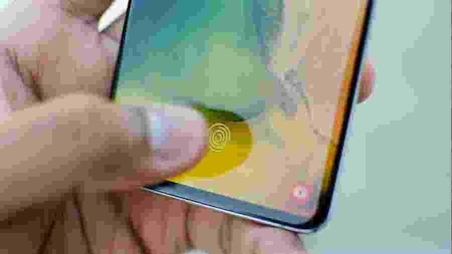 Sensor ultrassônico de digitais do S10 foi enganado. -