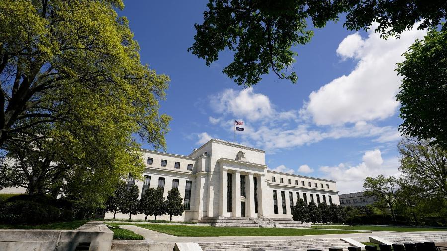 Fed deve elevar projeções econômicas e ampliar promessa de manter juros baixos - Reuters