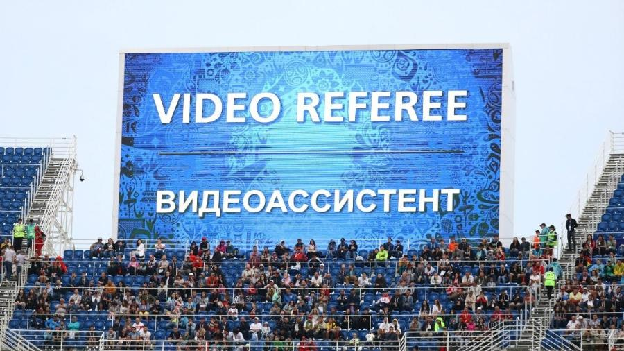 Árbitro de vídeo em uso na Copa das Confederações - Kai Pfaffenbach/Reuters