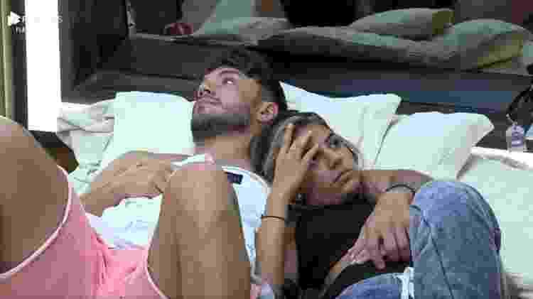 Lucas Viana e Hariany Almeida em A Fazenda 2019 (Foto: Reprodução/ Record TV)