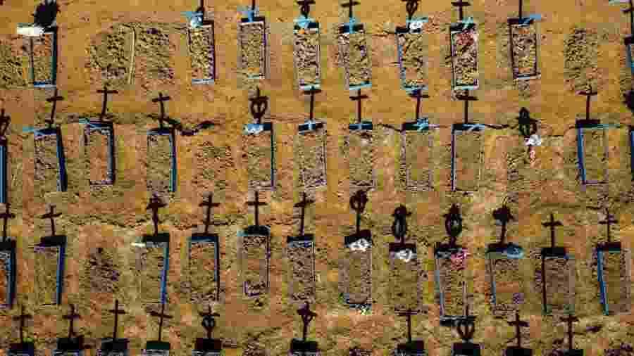 Cemitério em Manaus, uma das capitais mais afetadas pelo coronavírus no Brasil                              - MICHAEL DANTAS/AFP