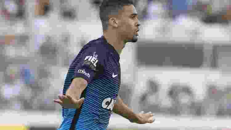 Léo Santos em ação contra a Ponte: zagueiro de 18 anos disputou três jogos no profissional - Daniel Augusto Jr/Agência Corinthians