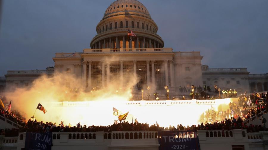 A democracia americana em chamas: Trump estica a corda e faz lembrar cenas de países sabotados pelos EUA desde meados do século 20 - Leah Millis/Reuters