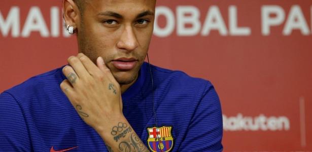 Neymar tem proposta do Paris Saint-Germain, mas se reapresentou ao Barcelona dia 14