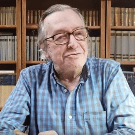 O polêmico Olavo de Carvalho tem usados as redes para comentar e criticar o governo Bolsonaro - O polêmico Olavo de Carvalho tem usados as redes para comentar e criticar o governo Bolsonaro