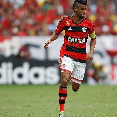 Léo Moura em ação pelo Flamengo; lateral defendeu o clube por 10 anos - GettyImages
