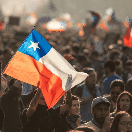 Imagem de protesto realizado no Chile em 2019 - Shutterstock