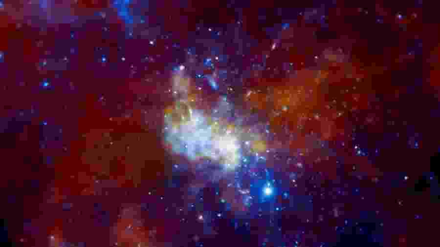 Buraco negro conhecido como Sagittarius A acendeu - Reprodução