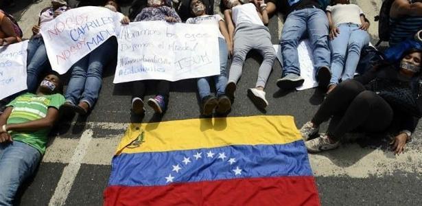 Venezuelanos protestam contra o governo do presidente Nicolás Maduro