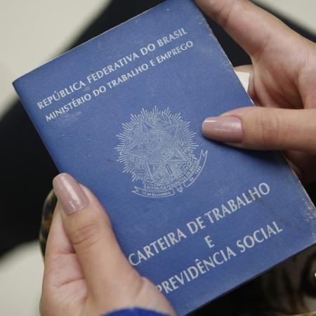 Pessoas que procuravam emprego em sites recebiam oferta falsa por aplicativo de mensagem -  Foto: Arquivo/ Aniele Nascimento/Gazeta do Povo.
