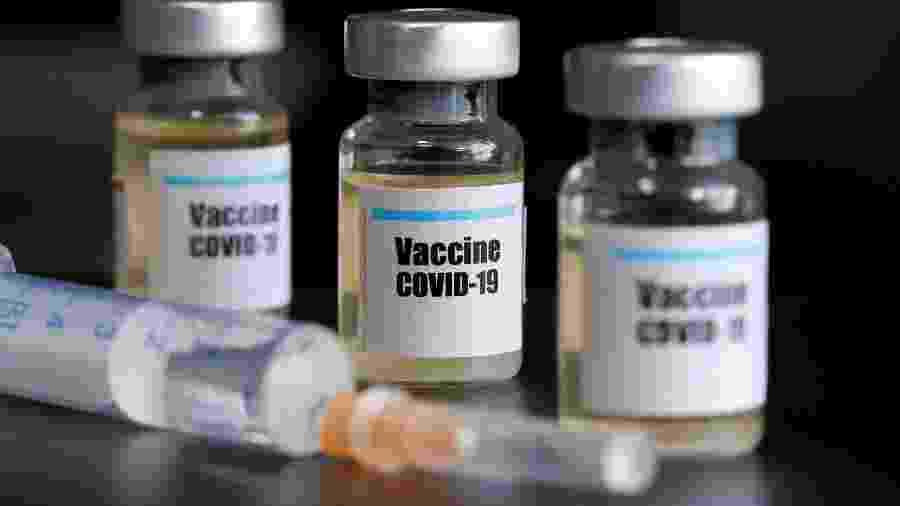Países buscam tranquilizar população sobre efeitos colaterais de vacinas contra covid-19 - REUTERS/Dado Ruvic