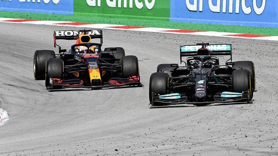 Hamilton e Verstappen disputam a liderança do mundial de pilotos da Fórmula 1 - Divulgação