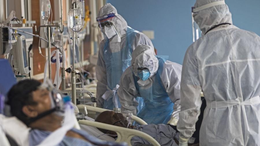 Paciente em leito de UTI destinado para infectados pela covid-19                              - XAVIER GALIANA / AFP