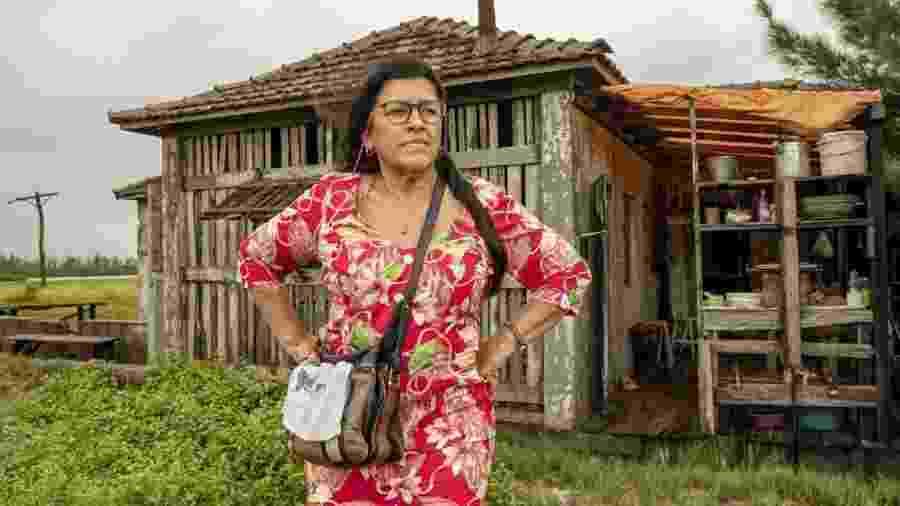 """Lurdes (Regina Casé) em cena de """"Amor de Mãe""""                              -  Victor Pollak/Globo"""