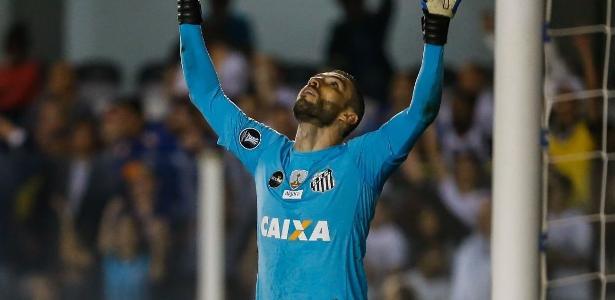 Goleiro Vanderlei fez, no mínimo, cinco boas defesas no duelo contra o Atlético-PR