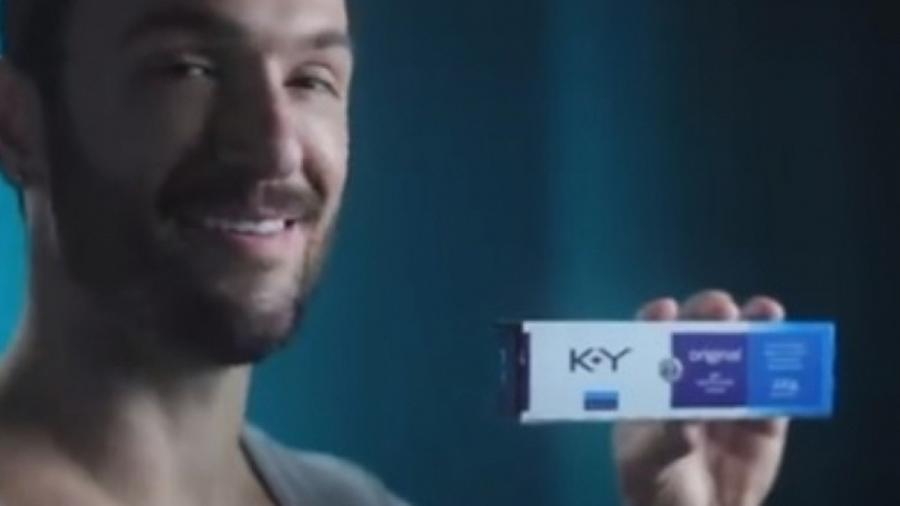 Diego Hypólito na propaganda do lubrificante K-Y - Reprodução/K-Y Brasil