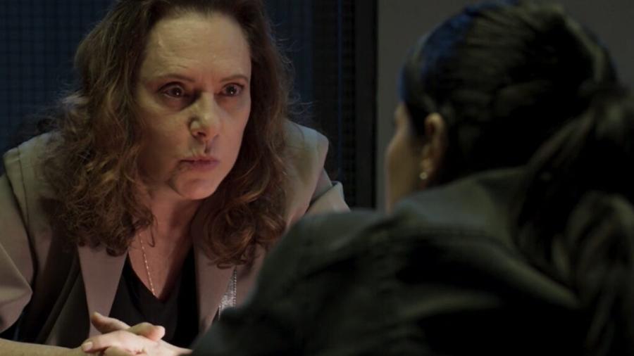 Arlete (Elizabeth Savala) e Antônia (Vanessa Giácomo) em Pega Pega (Reprodução/TV Globo). - Reprodução / Internet