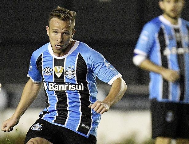 Arthur foi elogiado por Felipão e comparado a Andrés Iniesta