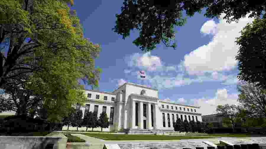 Fed e BCE mantêm cautela com economia apesar de esperanças sobre vacina contra covid-19 - Reuters